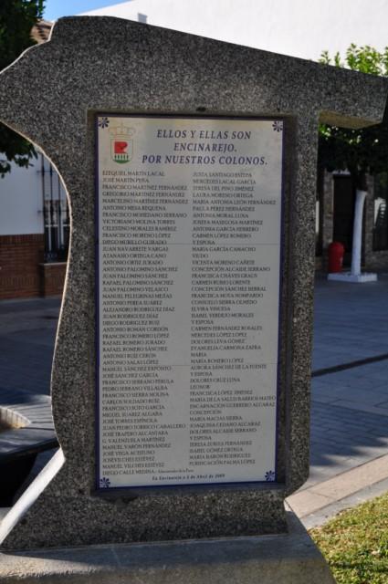 Placa homenaje a los colonos de Encinarejo