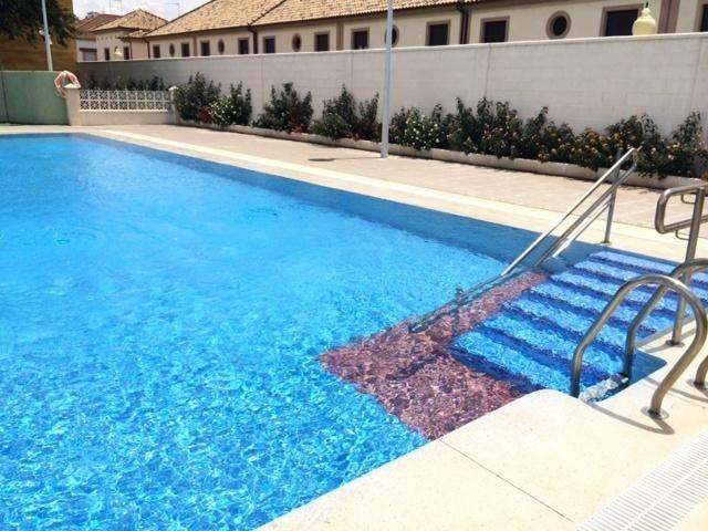 Cimentación del ambigú de la piscina municipal